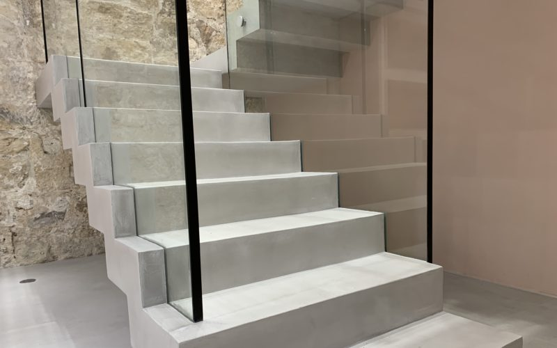 escalier beton cire paris ideal work microtopping
